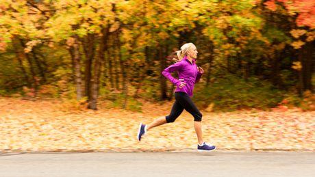 Si te gusta salir a correr, ojo con los resfríos. Este artículo te recomienda bajar el ritmo y tomar vitaminas para volver a correr sin problemas.