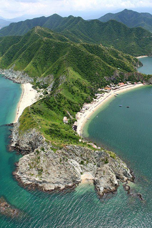 Vista aérea Playa Blanca #Tayrona #Samaria vía 100% Samarios (Facebook)