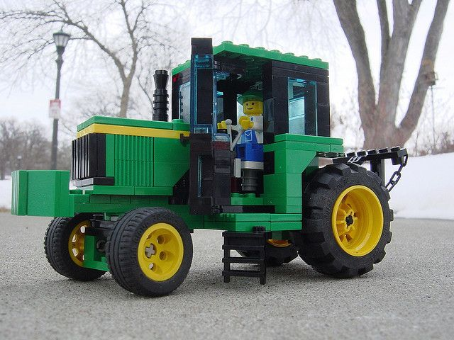 Sets of #Lego #tractors span the construction and agricultural sectors.