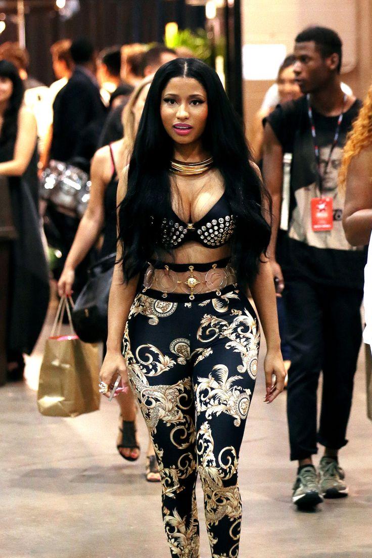 Never a Lack Of A Flashy Look, Niki Minaj!
