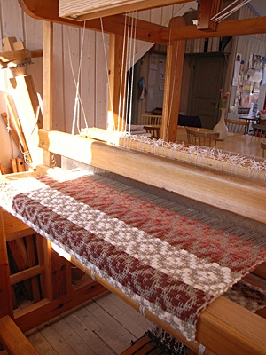 weaving , great Aunt Edna had one, took up the whole room, Grandma Ruby used tu use it, loved watching her !