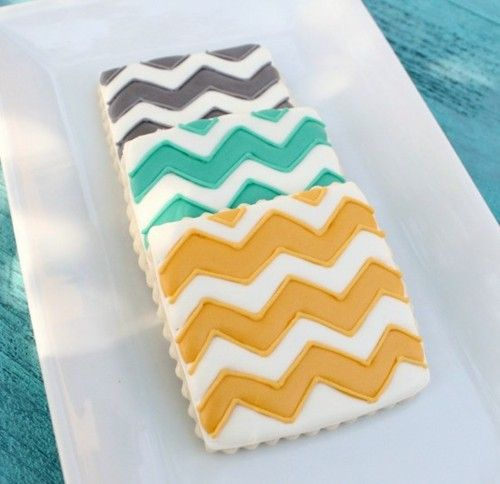 Chevron striped cookies! so cute Loooooove me some Chevrons... If everything in my life could be chevroned it would be!