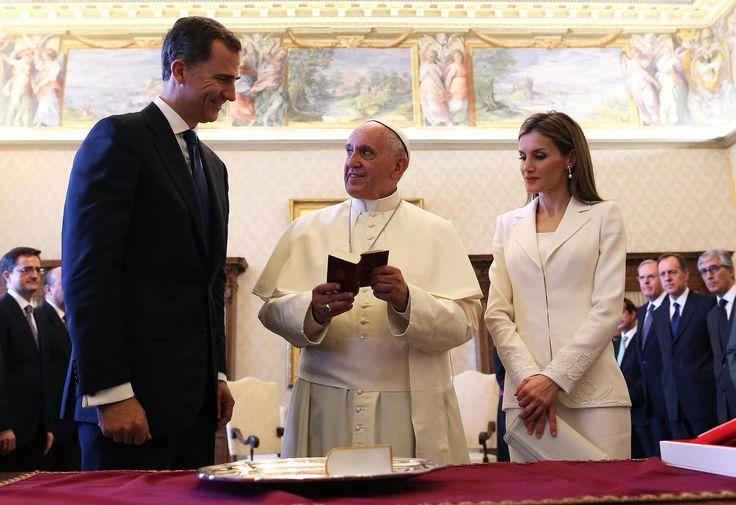 Los reyes Felipe VI y Letizia visitando al Papa Francisco Ciudad del Vaticano. 30/6/2014.