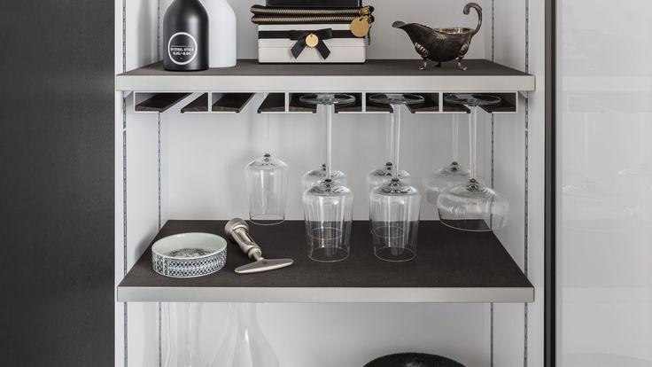 SieMatic MultiMatic - aménagement intérieur pour les meubles hauts et bas de cuisine, une solution gain de place qui permet d'économiser 30 % d'espace.