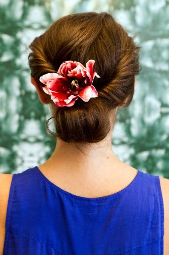 Loosely rolled updo: Diy Hairstyles, Hair Tutorials, Bridesmaid Hair, Beautiful, Festivals Hair, Hair Style, Flowers, Music Festivals, Hair Sliding