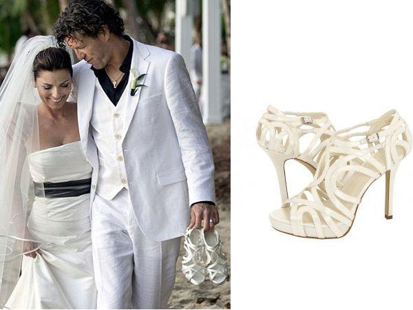 Sapato de noiva de Shania Twain Em seu casamento na praia, a cantora Shania Twain optou por uma sandália Calvin Klein