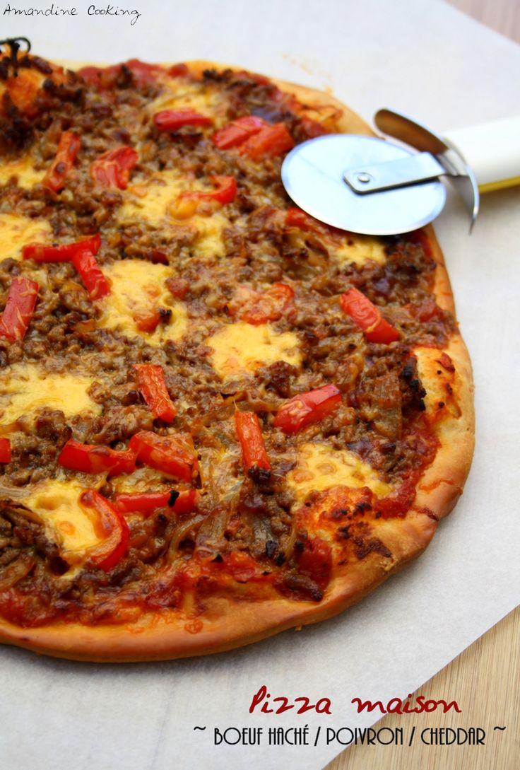 Pizza au boeuf haché, cheddar, poivrons et sauce barbecue.