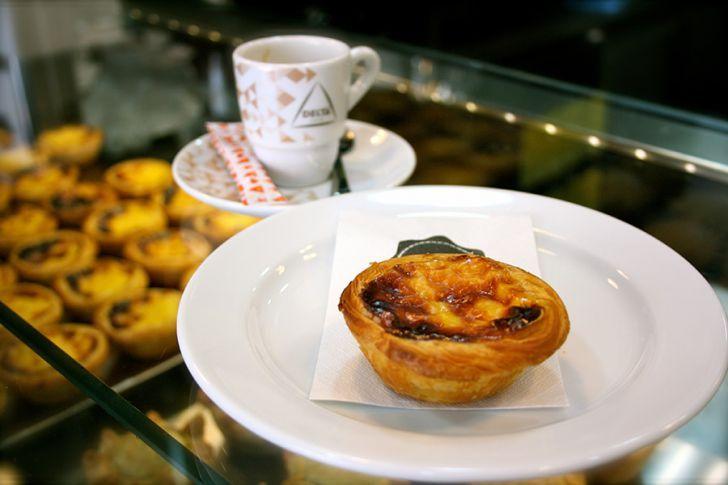köstlich! pastel de nata!!  NATA Lisboa Puddingtörtchen mit Espresso (c) STADTBEKANNT