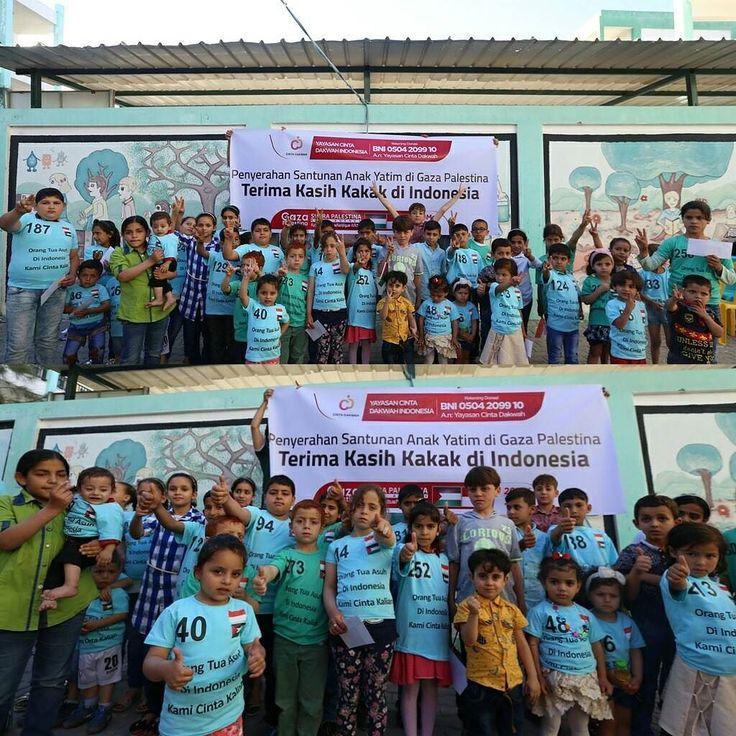 Alhamdulillah sejumlah 200 orang anak Yatim Palestina mendapat santunan tunai dari para donatur Yayasan Cinta Dakwah Indonesia .  Salurkan Bantuan Anda Melalui Program #PeduliPalestina Yayasan @CintaDakwahID .  BNI an Cinta Dakwah Cab Kota Sukabumi 0504-2099-10  .  Atau Melalui http://ift.tt/2kYUjRe .  Terima Kasih untuk para Donatur yang sudah Mempercayai kami sebagai wasilah kebaikan untuk Adik-adik Yatim Palestina .  Like Tag 5 Sahabatmu dan Share Sebagai Bentuk Kepedulian .  Dukung Pula…
