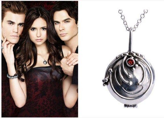 Replika šperku ze seriálu Upíří deníky nyní v prodeji!