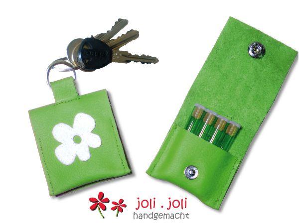 Globuli-Täschchen+Leder,++grün+mit+Blume+von+joli.joli+handgemacht+auf+DaWanda.com