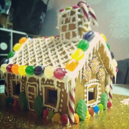 79 best Gingerbread houses images on Pinterest | Christmas ideas ...