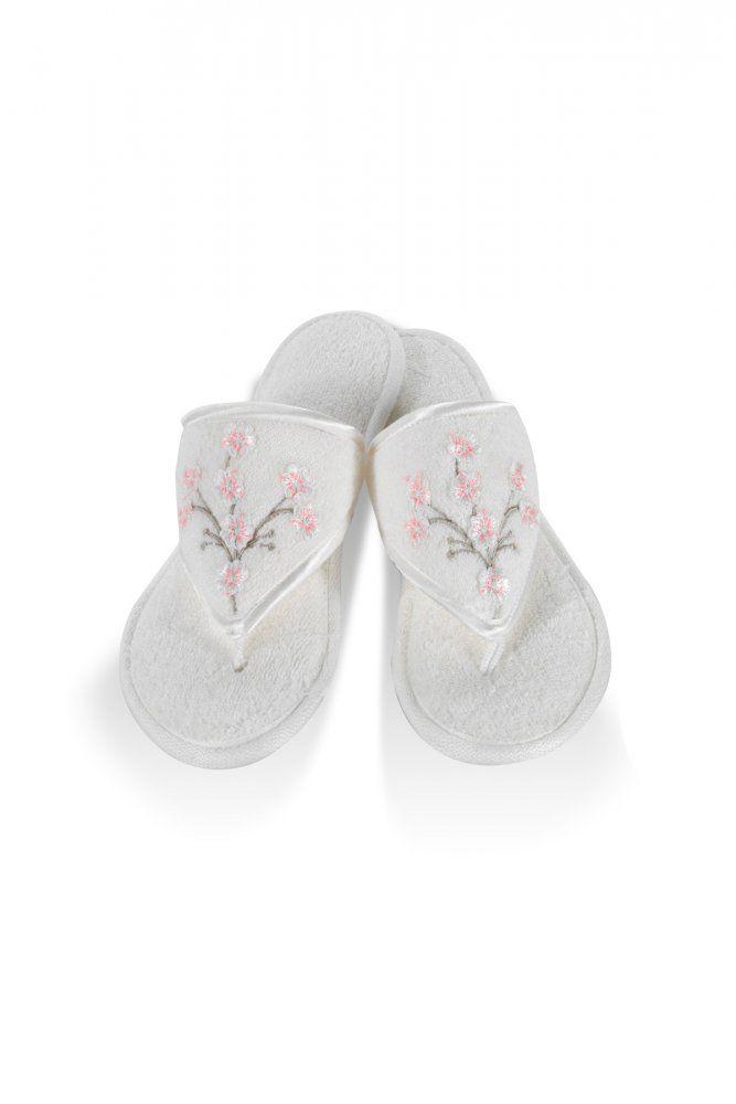 Kremowe pantofle RUYA w rozmiarze 26 i 28 cm.