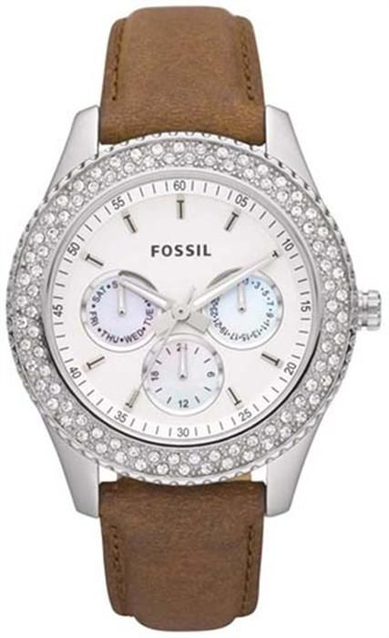 Fossil ES2996 bayan kol saati güzel kördünü ve süslemesi olan taşları ile dikkat çekmektedir.     http://www.saat10.com/model/10082/fossil-es2996-bayan-kol-saati.aspx