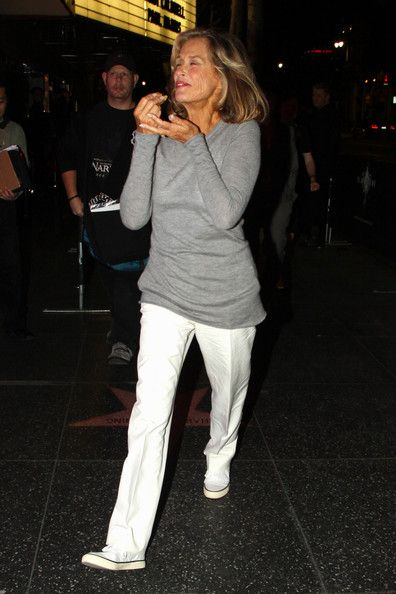 lauren hutton casual class. Oh my gosh I love how she rocks those shoes.!