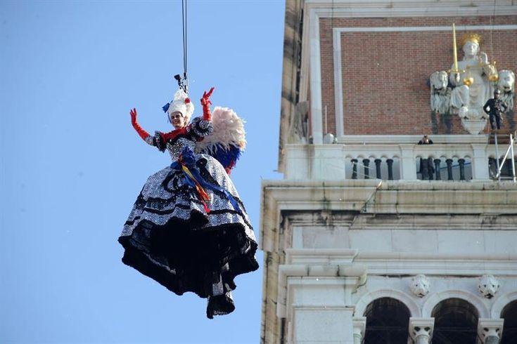 Venecia inaugura con el Vuelo del ángel su carnaval