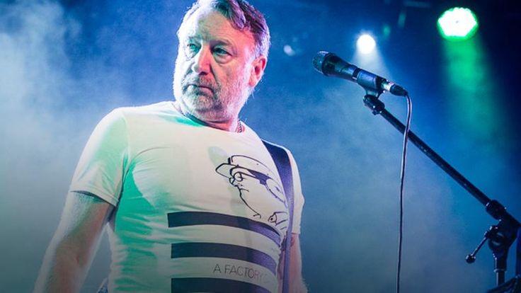 """#Onet: Ponad 20 nieśmiertelnych utworów formacji Joy Division oraz czterdziestominutowy energetyczny set piosenek pochodzących z repertuaru New Order. Wypełniona po brzegi warszawska """"Stodoła"""" w sobotni wieczór pozwoliła publiczności poczuć atmosferę brytyjskiej nowej fali lat 80. A wszystko to za sprawą legendarnego Petera Hooka, który po raz kolejny udowodnił, że muzyka Joy Division, kultowej formacji z Manchesteru, nadal trafia w serca fanów."""
