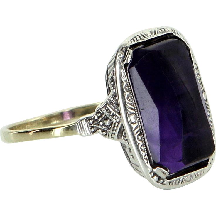 Vintage Art Deco Amethyst Cocktail Ring Vintage 18 Karat Gold Estate Fine Jewelry