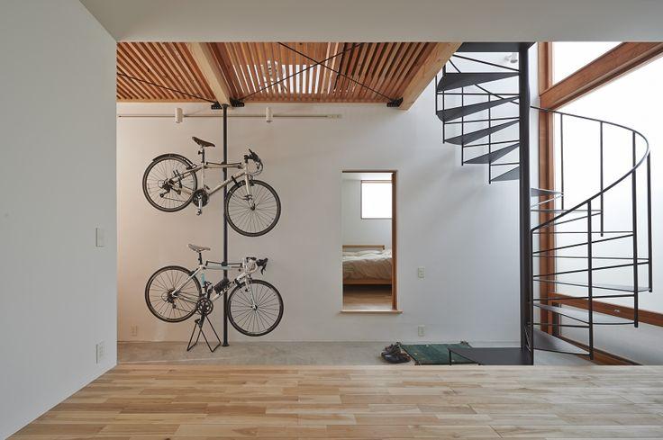 土間とインナーバルコニーのある家/works 太田窪の家 / 菰田建築設計事務所