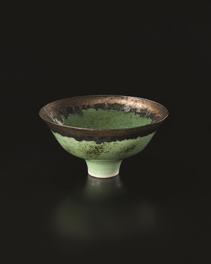 ** LUCIE RIE Footed bowl, circa 1982