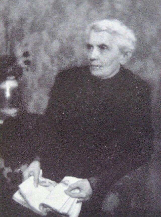 Barbara Margaretha von Salis-Marschlins(*1. März1855aufSchloss MarschlinsinIgis; †29. März1929inBasel), besser bekannt alsMeta von Salis, war nicht nur die ersteHistorikerinder Schweiz, sondern auch eine der bekanntestenFrauenrechtlerinnenund eine Kämpferin für dasFrauenstimmrecht. Daneben war sie eine passioniertePhilosophinund Brieffreundin vonFriedrich Nietzschesowie seiner SchwesterElisabeth Förster-Nietzsche.