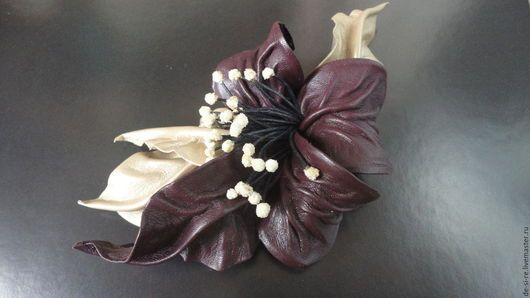 Брошь-цветок из  кожи орхидея `Бригантина`.  Брошь на сумку, пояс, шляпу, пальто, шубу, пиджак, платье, свитер,шарф,шаль, платок, палантин, верхнюю одежду.