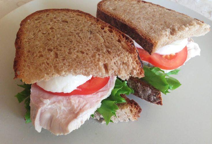 Бутерброд с курицей и моцареллой