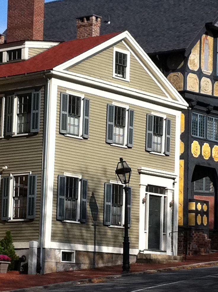 Gray exterior house color schemes gray door beautiful for Beautiful exterior paint color combinations