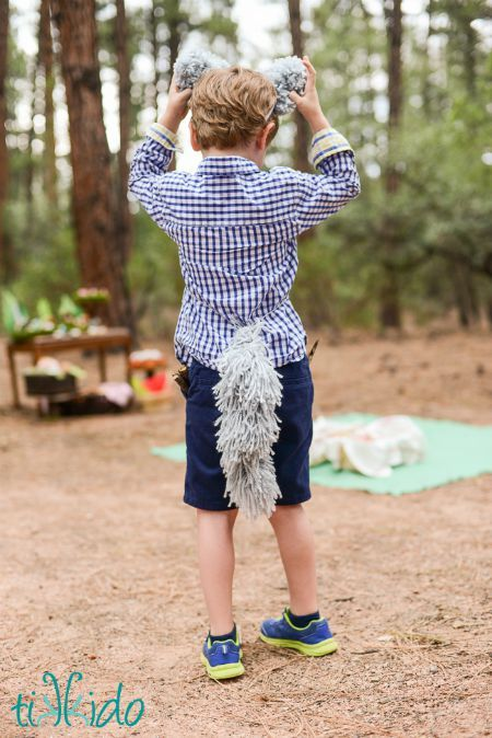Learn how to make a wolf or dog tail out of yarn with this incredibly easy tutorial. All you need is yarn, and nothing else! It's fabulous for a quick and easy Halloween costume, or just creative dramatic play.