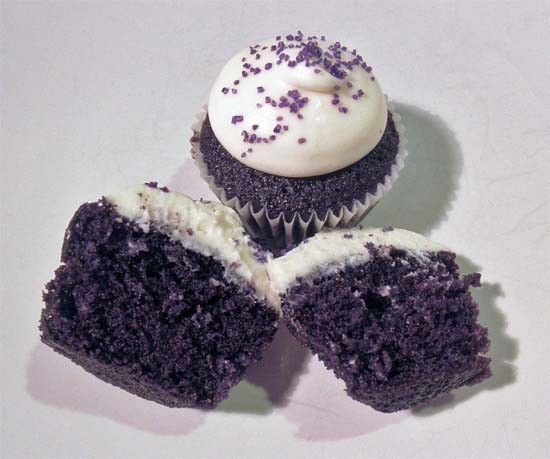 Can I make purple velvet cupcakes? Or do I have to stick to red? Yes, it is possible to make purple velvet cupcakes. All you need is some good food coloring! Keep in mind that since there is cocoa powder in the recipe, they will turn out a darker purple...