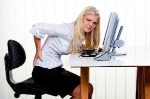 Jak uniknąć bólu pleców w biurze?