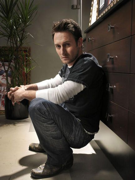 ALWAYS had a crush on this cat! Just wish he was in more films and tv shows. Actor Josh Stewart