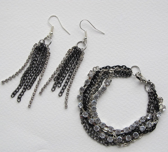 Some cool ideas for jewelry scattered throughout this site - great ways to add a little sparkle and flash to my usually boring outfits!