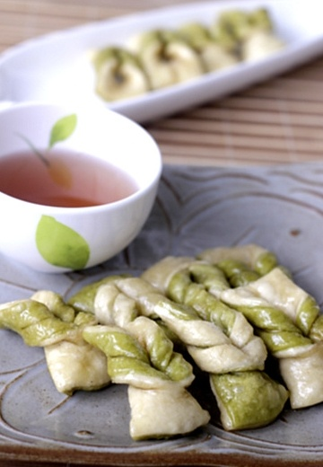 Green tea maejakkwa  (Korean traditional sweets)
