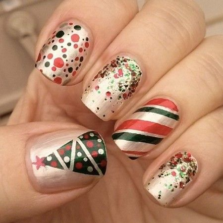 Green and red christmas nails by @swtandsxy8 – SoNailicious