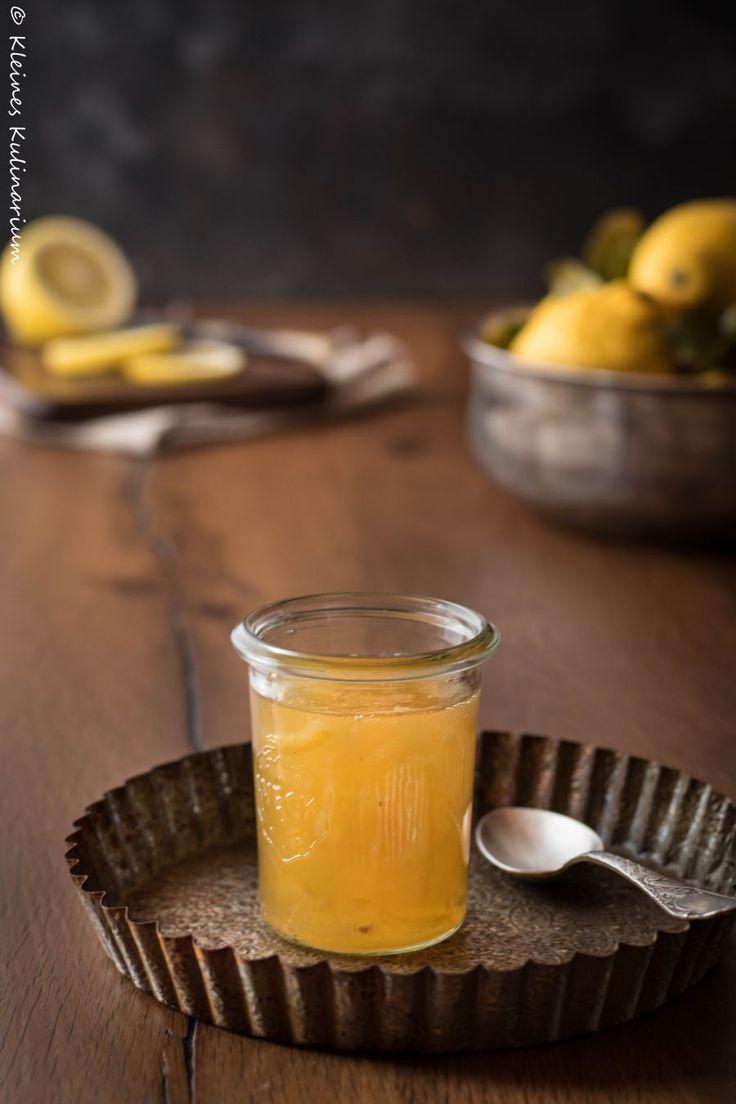 Zitronenmarmelade - süß und leicht bitter. Sehr einfach herzustellen und schmeckt sowohl aufs Brot als auch auf Torten oder zu anderem Gebäck