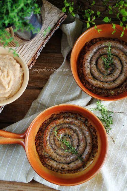 Biała kiełbasa pieczona na kaszy gryczanej z musem jabłkowo-chrzanowym (Sausage on buckwheat groats with apple and horseradish mousse)