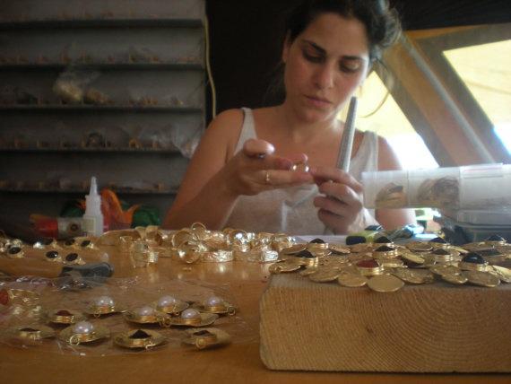 https://www.etsy.com/listing/85564978/pearl-gold-14-karat-plated-earrings?ref=v1_other_1