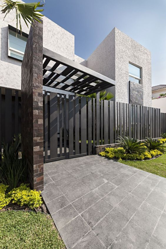 Las 25 mejores ideas sobre portones minimalistas en for Modelos de puertas exteriores para casas
