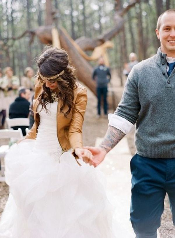 SO in love with this bride's camel-colored leather jacket. Perfect coverup for a #fall #bride! | http://www.weddingpartyapp.com/blog/2014/09/18/6-awesome-coverups-for-fall-brides-stay-stylish-warm/