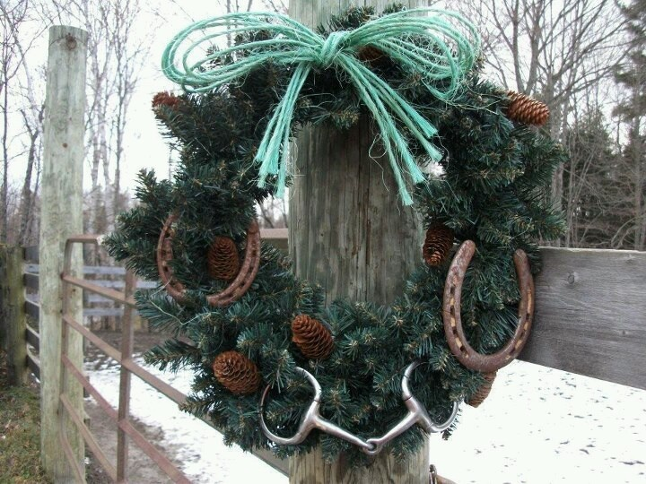 """Western wreath - perfect use of hay twine and old horse shoes. Paint shoes white for more """"pop"""""""