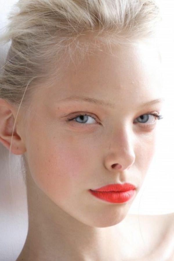 maquillage yeux bleus cheveux blonds