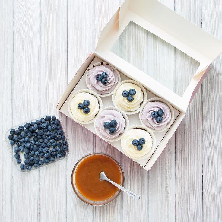 Čokoládové cupcakes s karamelovou náplní dopřejte si dobrou kávu s těmito košíčky. Hezký víkend.  Шоколадные капкейки с карамельной начинкой побалуйте себя в пятницу. Всем хороших выходных.  #cupcakespodebrady #cupcakes #handmade #instabaking #happybirthday #čokoláda #narozeniny #pečení #cukroví #sweetcakes #czech #czechrepublic #podebrady #praha #nymburk #kolin #pardubice #velkýosek #pečky #cidlina #like4like #jidlo #food #homemade #cakestagram
