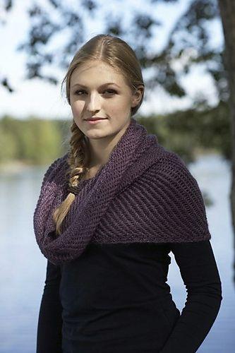 Ravelry: Syrin Sjelevarmer pattern by Linda Marveng. Photo: Kim Müller. Model: Anna Pfeifer