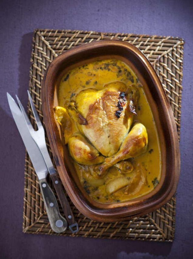 Resultatet blir bäst om du tillagar kycklingen i en lergryta.