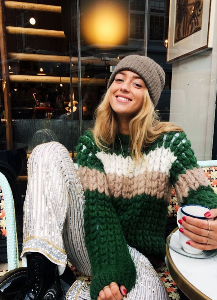 Christmas Day outfit ideas for every dress code, whether you stay in your  pj's or your family dresses up. Click here to shop the looks. - 5 Perfect Christmas Day Outfits For Every Family's Dress Code My