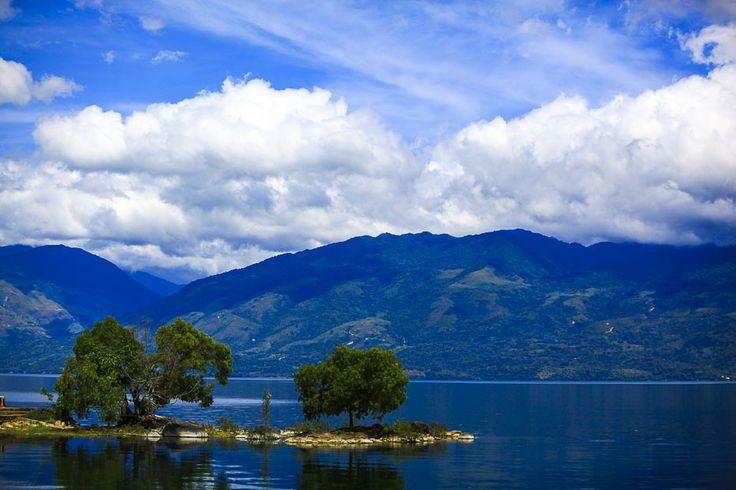 Singkarak Lake | Danau dengan pemandangan indah yang berada di Sumatera Barat. Tiap tahunnya diadakan lomba sepeda tingkat dunia.
