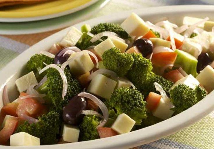 Salada de brócolis com queijo: para acompanhar seu prato de Natal. Veja como preparar