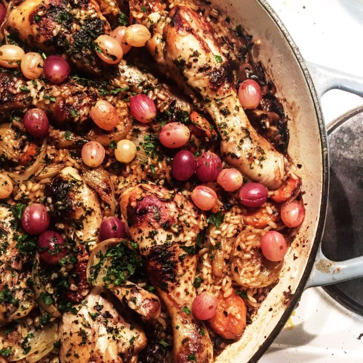 www.mindyourtablemanners.wordpress.com  One pot white wine braised chicken and garlic rice with roasted grapes