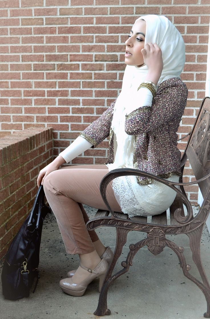 Loving the neutral tones and most especially the jacket! #hijab #hijabi #style #fashion